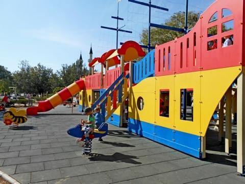 Детская площадка на набережной имени Терешковой