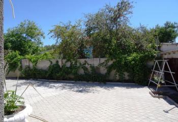 Дом с двором