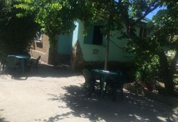 Дом трехкомнатный с двором