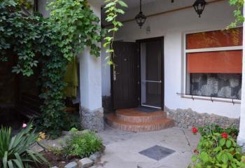 Дом двухкомнатный с отдельным двором