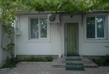 Сдается двухкомнатный дом, с отдельным двором.